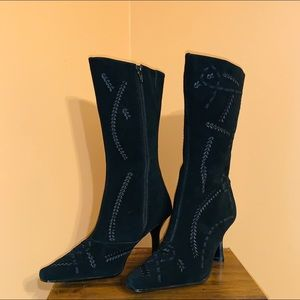 NWOB Suede boots